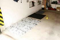 Ukradené autodíly nalezené v garáži.