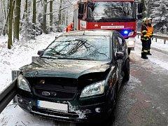 Sníh překvapil i řidiče také na hlavním tahu z Hradce Králové do Svitav.