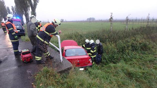 Havárie osobního vozidla u Lužce nad Cidlinou.