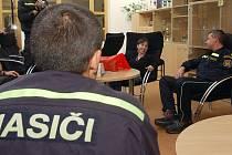 Zachráněná Klára Stašáková přiška poděkovat hasičům