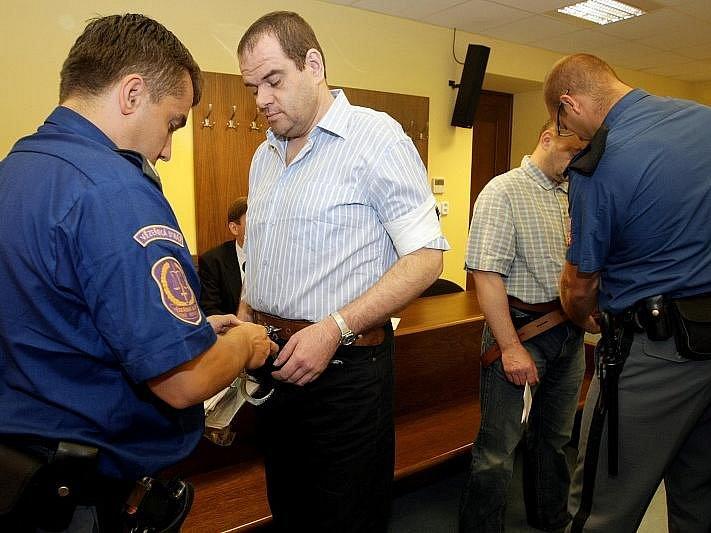 Soud s Jaromírem Komendou a Milanem Hradeckým, aktéry loupežného přepadení v muzeu v Novém Bydžově