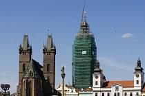 Návrat hodinových cimbálů a makovice na rekonstruovanou Bílou věž v Hradci Králové.