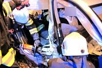 Dopravní nehoda dvou osobních automobilů v ulici Akademika Bedrny v Hradci Králové.