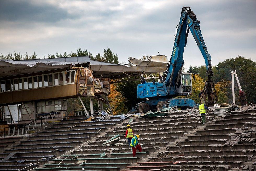 Demilice fotbalového Malšovícého stadionu v Hradci Králové