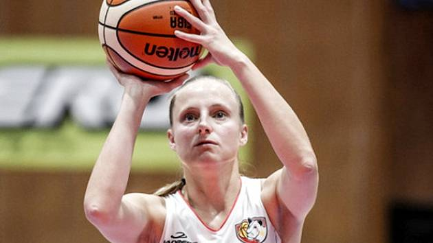 Hradecká basketbalistka Kristýna Minarovičová v akci.