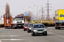 Nebezpečná místa v dopravě: kruhový objezd u ČKD.