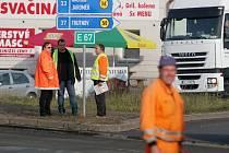 Dopravní komplikace v souvislosti s opravou frekventovaného kruhového objezdu u ČKD v Hradci Králové.