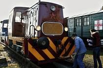 Technická kontrola lokomotiv T 211 v železničním muzeu v Jaroměři.