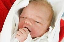 Stanislav Válek se narodil   20. března v 5.33  hodin. Měřil 52 centimetry a vážil 3450 gramů.  S maminkou Lenkou Petráčkovou a tatínkem Lubošem Válkem bydlí v Jaroměři.