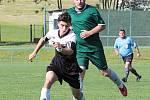 Nováčkem III. třídy jsou fotbalisté Libřic (v zeleném, během zápasu uplynulé sezony IV. třídy s Hořiněvsí).