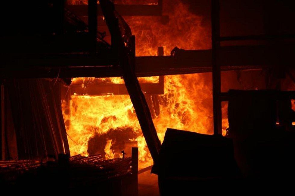 Požár skladovací haly v Sendražicích. Ilustrační foto.