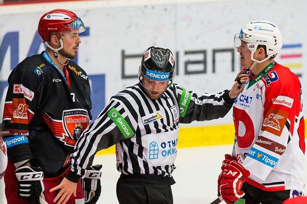 EMOCE okořenily hokejové střetnutí Mountfield HK - HC Dynamo Pardubice.