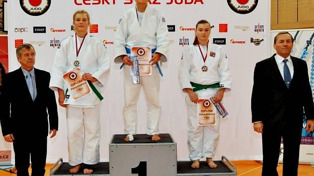 Diana Bláhová z Judo Clubu Hradec Králové (vpravo) na mistrovství České republiky dorostenek.