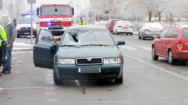 Osudný střet osobního automobilu scyklistou vkrálovéhradecké ulici Jana Masaryka.