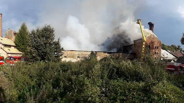 Nedělní odpoledne v Chlumci si vyžádalo zásah hasičů ze dvou krajů
