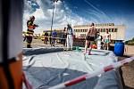 Cvičení IZS v kongresovém centru Aldis v Hradci Králové. Záchrané složky cvičily zásah při střelbe teroristy na koncertě.