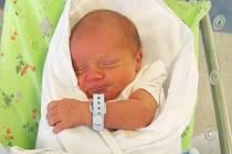 MATHIAS KUREČKA poprvé otevřel oči 3. září v 19.08 hodin. Měřil 49 centimetrů, vážil 3060 gramů a potěšil maminku Kláru Vejvodovou a tatínka Dominika Kurečka ze Stěžírek.