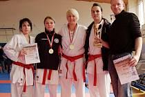Úspěšný tým žen - karatistky Spartaku Hradec Králové vybojovaly další mistrovský titul.