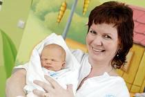 Lukáš Kárník se narodil 13. února v 15.52 hodin. Měřil 48 centimetrů         a vážil 3370 gramů. Se svými rodiči Kateřinou a Radkem Kárníkovými a bratrem Tomášem bydlí v Nepolisech.