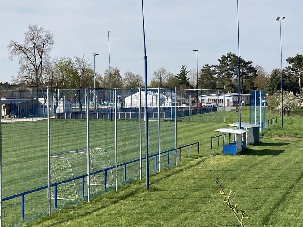 Fotbalisté FK Chlumec si pořídili nové sloupy a sítě na vedlejším a dětském hřišti, vypínací tyče na hlavním hřišti a tréninkové vybavení na zápasy.