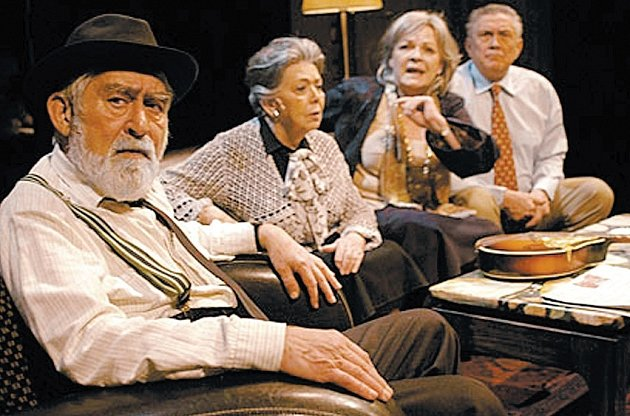 Divadlo na Vinohradech - Famílie aneb dědictví otců zachovej nám, pane