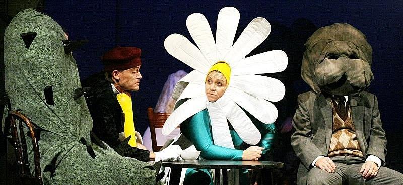Herečka Daniela Kolářová hraje jednu z hlavních rolí v inscenaci Náměstí bratří Mašínů, která bude mít premiéru v Klicperově divadle 10. října 2009.
