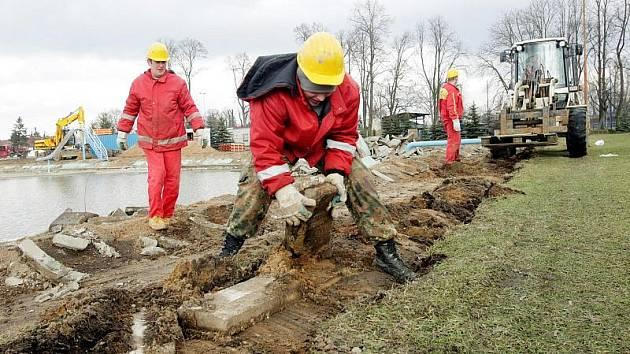 Rekonstrukce koupaliště v Chlumci nad Cidlinou pokračovala 3. března 2010.