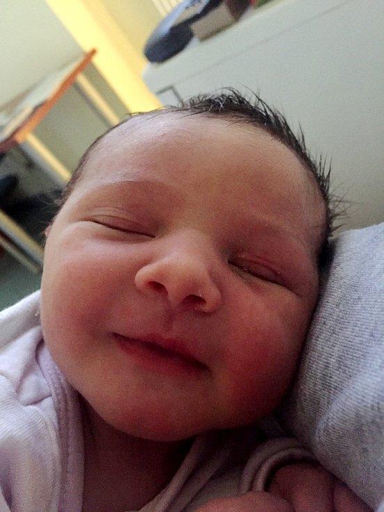 LILIEN ADAMCOVÁ poprvé spatřila světlo světa 28. července ve 13.02 hodin. Měřila 49 cm a vážila 2880 g. Svým příchodem na svět potěšila celou svou rodinu.