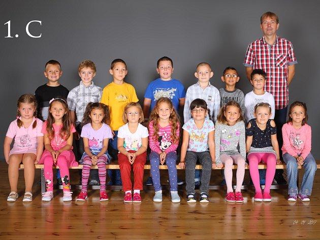Žáci třídy 1.C ze Základní školy Karla IV. vNovém Bydžově.