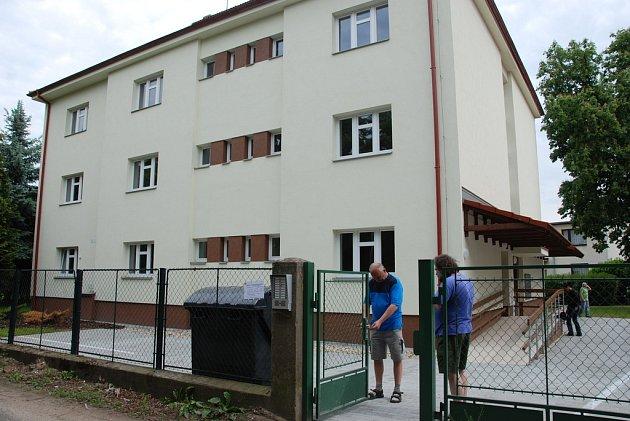 Dům s pečovatelskou službou v hradeckém Zámostí