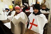 Tříkrálová sbírka: Pontifikální mši svatou s rozesláním tříkrálových koledníků, celebroval biskup Dominik Duka.