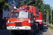 Taktické cvičení složek IZS Královéhradeckého kraje - Kvůli povodním byly evakuovány tisíce lidí, na hradeckém letišti byla vybudována materiální základna humanitární pomoci.