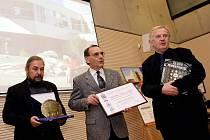 Ocenění pro nejvydařenější stavbu si odnesli architekt Roman Brychta a Lenka Málková z knihovny.