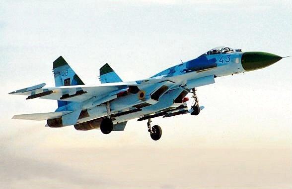Letoun Su-27.