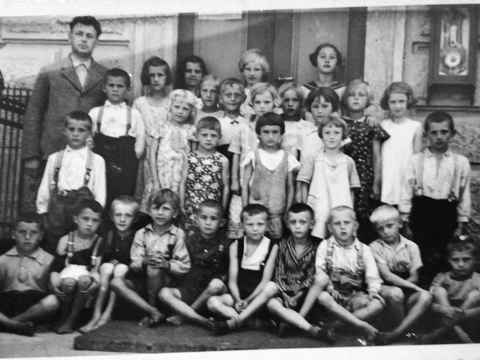 PO UZAVŘENÍ ŠKOLY kulturní činnost v Myštěvsi ochabla, zvláště pak ochotnické divadlo. Podařilo se však oživit místní Sokol.