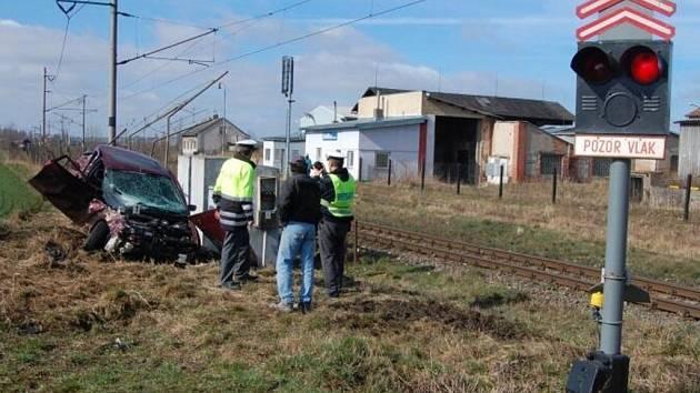 Na železničním přejezdu u Smiřic došlo v sobotu 15. března ke srážce s osobním autem