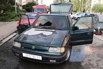 Požár osobního automobilu s LPG pohonem v hradecké Vachkově ulici.