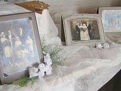 Šaty pro nevěstu v dobách minulých - romantická výstava sběratelky Adrieny Tužilové.