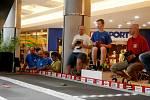 Členové kroužku RC Auta při DDM Třebechovice pod Orebem na závodě 24 hodin pro Kuře v Praze.