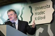Martin Bílek při volbě rektora Univerzity Hradec Králové.