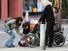 Test Deníku: Jak jsou Hradečtí ochotni pomoct v nouzi?