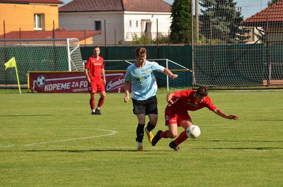 VÝHRA. Fotbalisté Stěžer porazili v úvodním utkání sezony I. B třídy Smiřice 5:0..