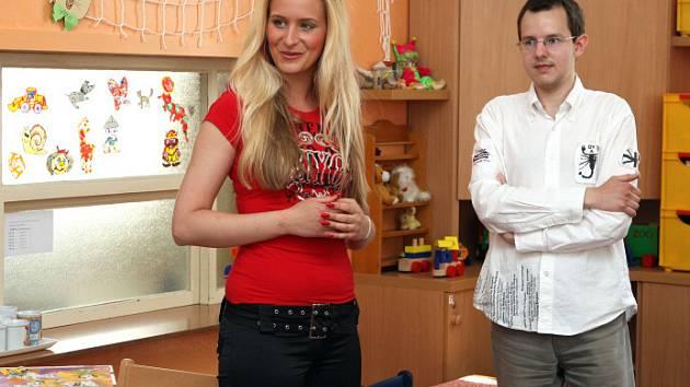 MISS BLOND Jana Příhodová zavítala jako patronka Nadačního fondu Novorozenec do královéhradecké fakultní nemocnice.