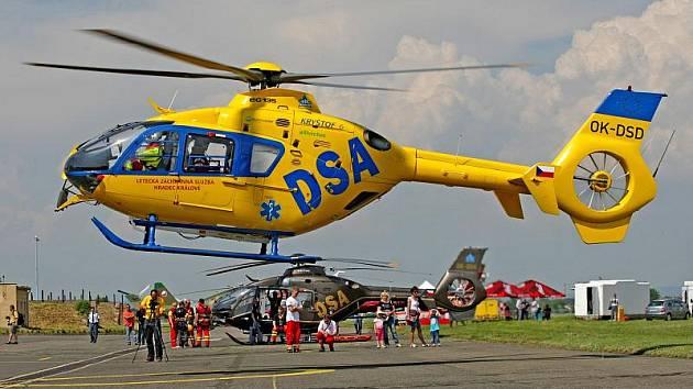 Největší vrtulníková show v České republice otevřela  své brány 20.května na hradeckém letišti.