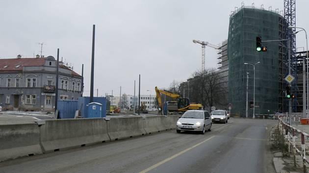 Přestavba křižovatky u Koruny v Hradci Králové.