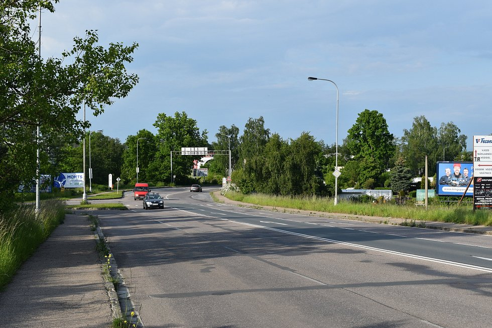 Křižovatka Kladské s Vážní ulicí však nutně potřebuje rekonstrukci. Plynulejší provoz by měly zajistit semafory.