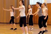 Taneční soutěž uspořádala hradecká základní škola v Kuklenách.