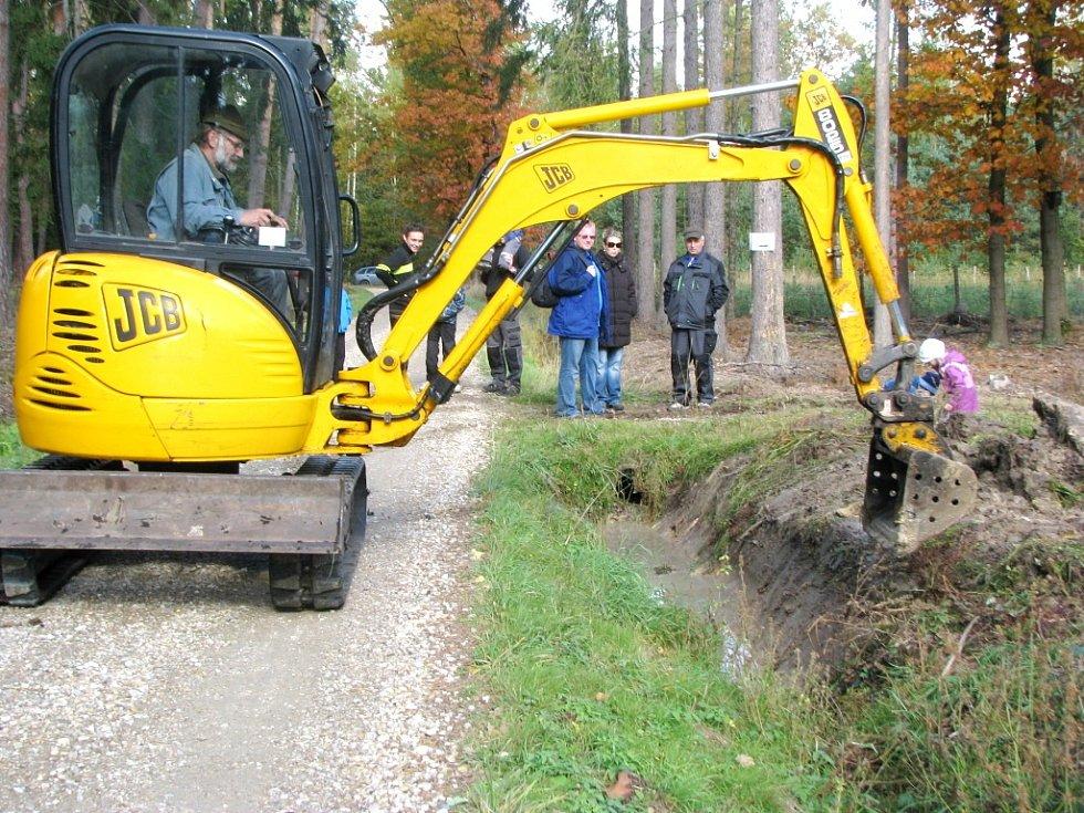 Den lesní techniky u Mazurovy chalupy v městských lesích u Hradce Králové.