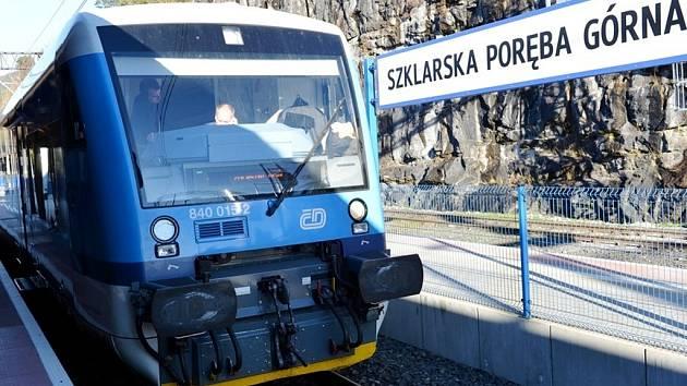 Vlak ČD ve stanici Szklarska Poreba - Górna.