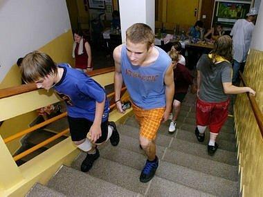 Žáci se vžili do role horolezců.